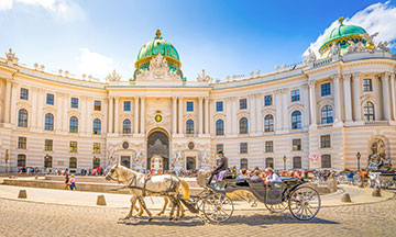 Vienna-alte-hofburg-square-horse-carriage