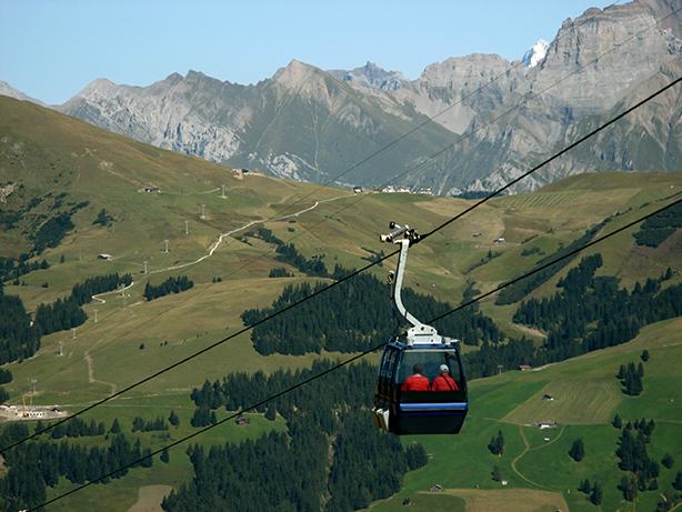 Cable car over Lenk