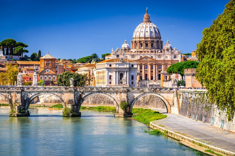 italy-rome-vatican-river-view