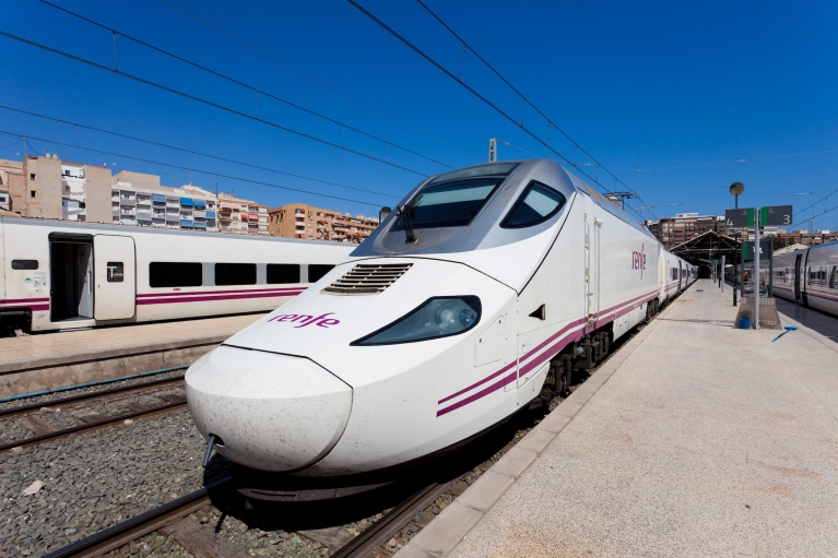 alvia_high-speed_train_alicante_spain