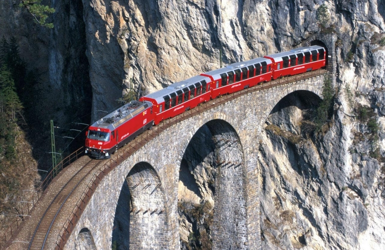bernina_express_crossing_bridge