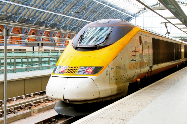 eurostar_high-speed_train_at_platform_in_london_great_britain
