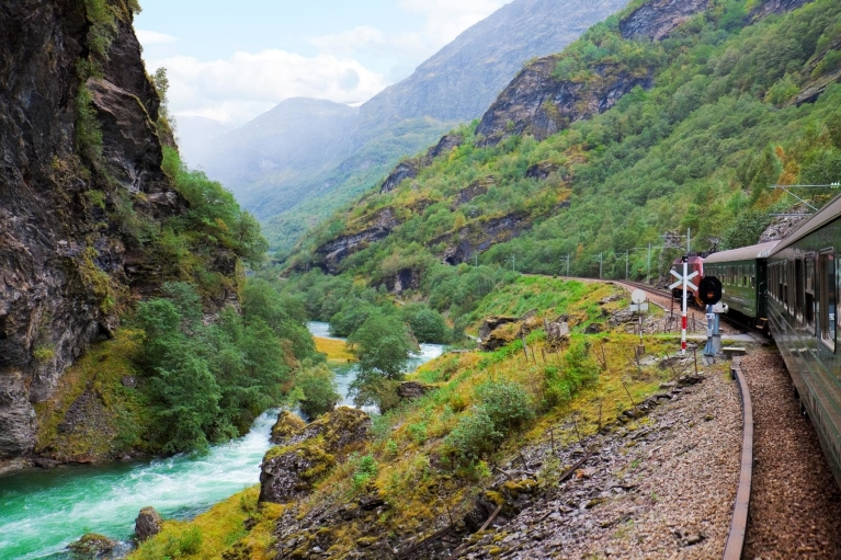 flam_railway_crossing_valley