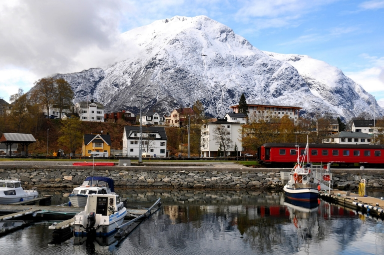 rauma_line_leaving_andalsnes_norway