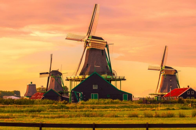 Zaanse Schans mills at sunset | 1 week in the Netherlands