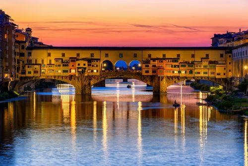 sunset_view_of_ponte_vecchio_in_florence