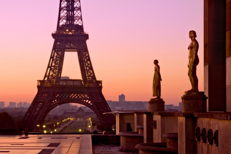 the_eiffel_tower_at_dawn_-_paris_france
