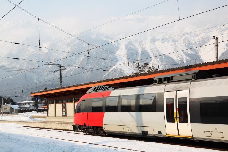 train_at_platform_of_train_station_innsbruck