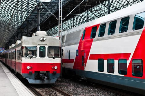 red_and_white_trains_in_finland