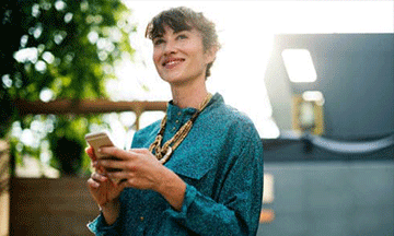 woman-with-phone-smiling
