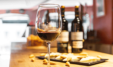 secret-food-tours-madrid-wine-with-snacks